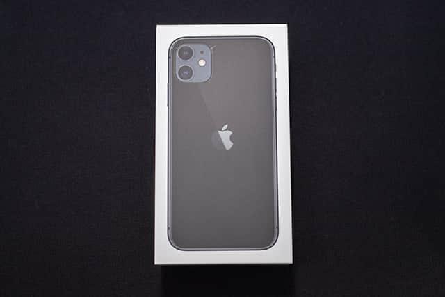 iPhone 11 ブラックのパッケージ