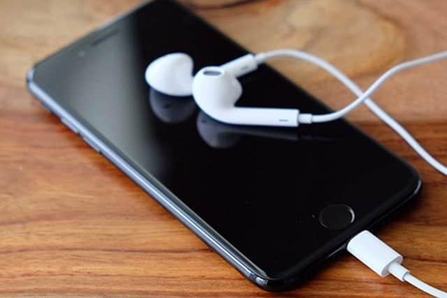業績の足を引っ張るiPhone、アップルの葛藤