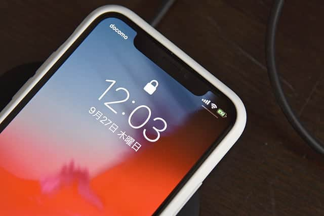 置くだけ簡単充電!Qiワイヤレス充電器レビュー iPhoneは5W充電も使い勝手が良く気にならず
