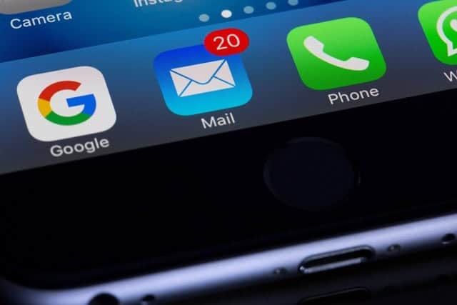 iPhoneでGmailの受信が遅すぎる!メールを受信してすぐ確認する方法 複数アカウントの通知も可能