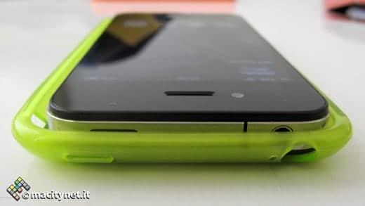 iPhone 5のケースにはiPhone 4がスッポリ収まる