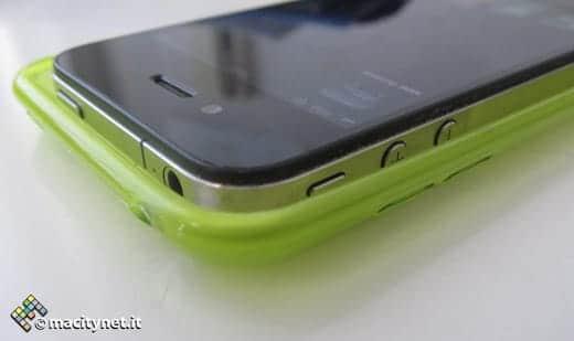 iPhone 5のケースにはiPhone 4がスッポリ収まる つづき