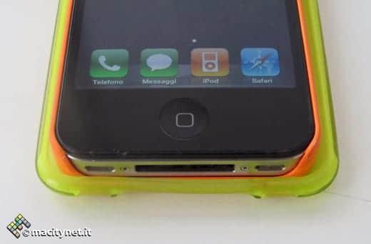 iPhone 5のケースにはiPhone 4がケース付きでもスッポリ収まる