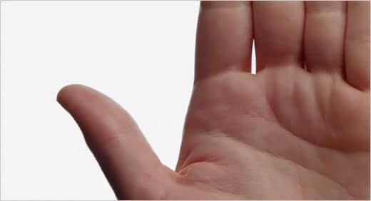 iPhone 5のテレビCM「Thumb」