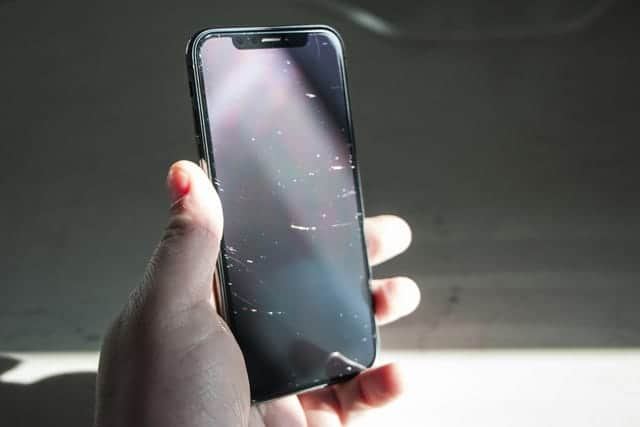iPhone Xの画面、やたら傷つきやすくないですか…?