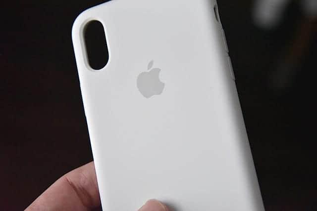 Apple純正のiPhone X 専用シリコンケースレビュー 安心感抜群!背面カメラによるガタつきも消えた。