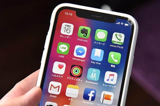 ガラスが割れたiPhone Xとシリコンケース
