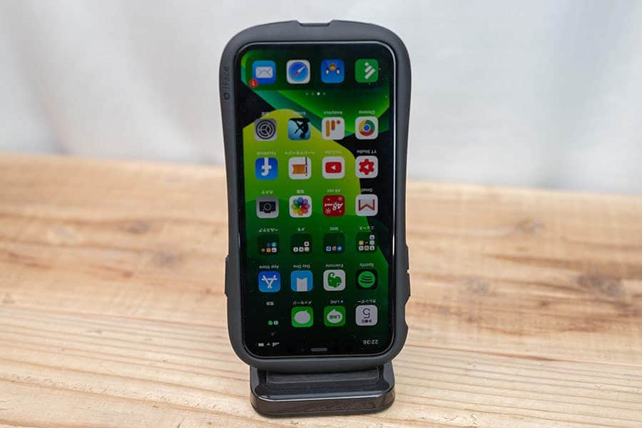 iPhoneをいろんな向きで置いてみたけど無線充電は無理でした
