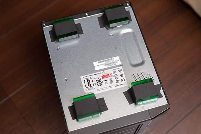 シュアーテープで静音ジェルパッドを固定
