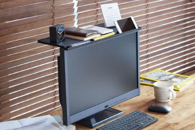 賞賛の声多数!iMacにも使えるディスプレイの上に棚を作れる『ディスプレイボード』が地味に便利