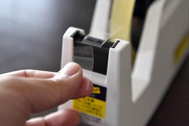 片手でスイスイ切れる!小さい子どもでも簡単なテープカッター『コクヨのカルカット』購入レビュー