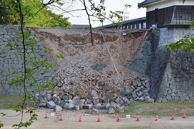 崩落した戌亥櫓の石垣