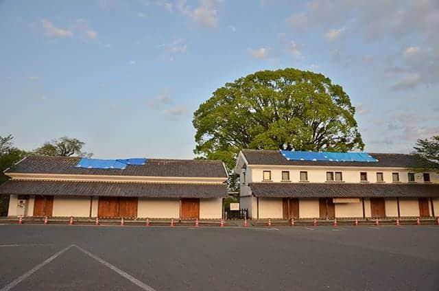 二の丸駐車場のお土産販売所と管理事務所