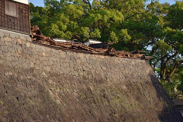 壊れた宇土櫓の塀