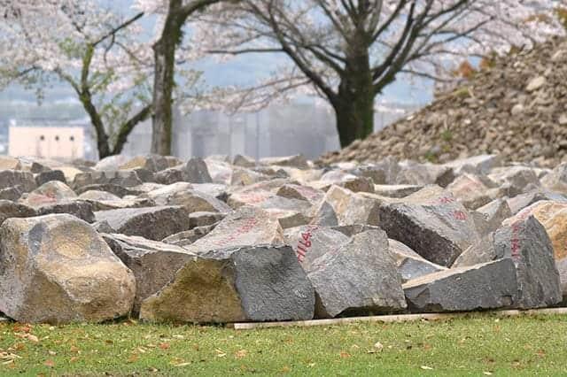 武者返しの石垣の大きな石