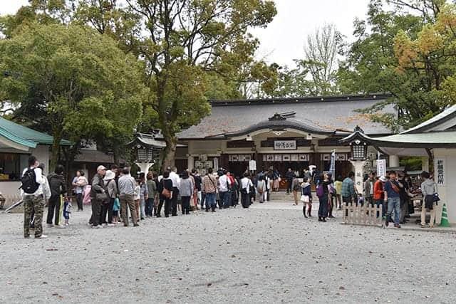 加藤神社 参拝客の行列