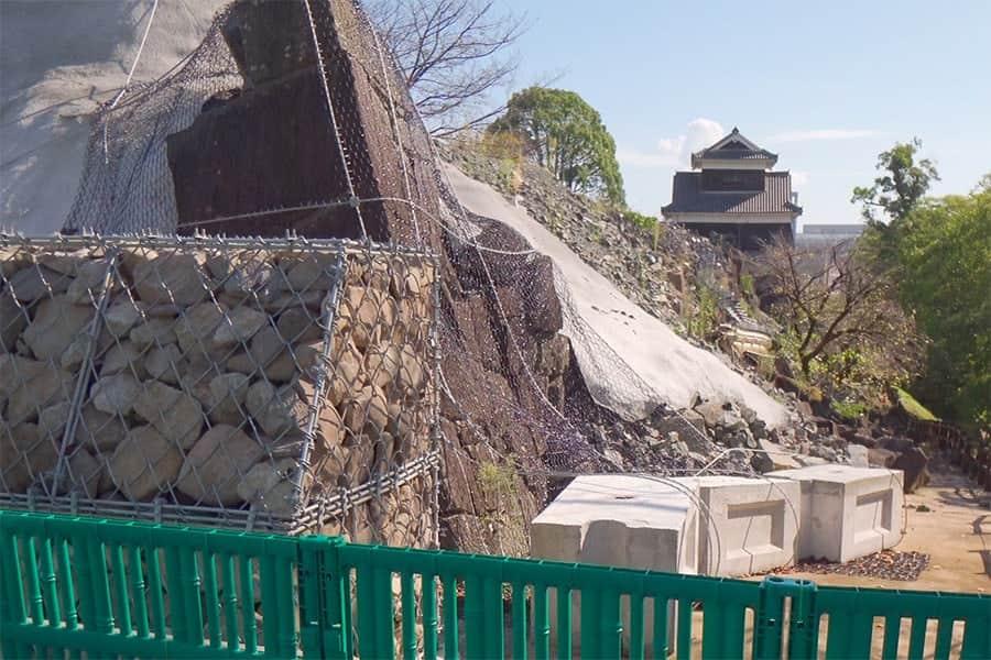 西大手門から右側の石垣