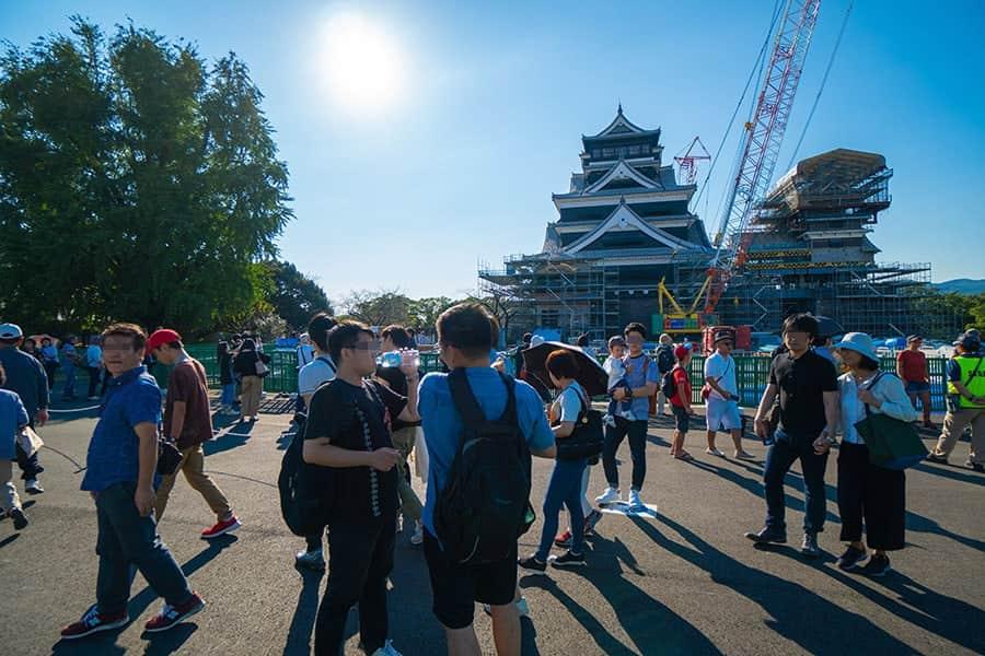 天守閣前広場からの熊本城