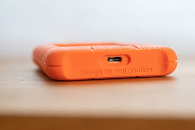 USB-C の端子が一つ