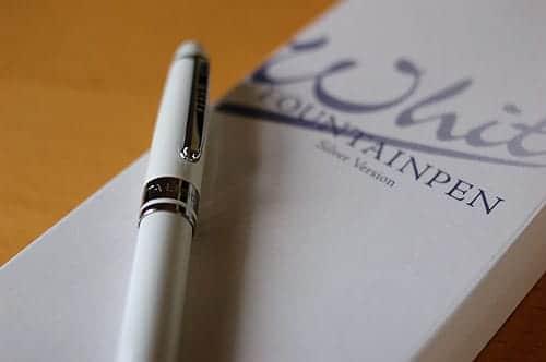 Lapita万年筆 WHITE の写真