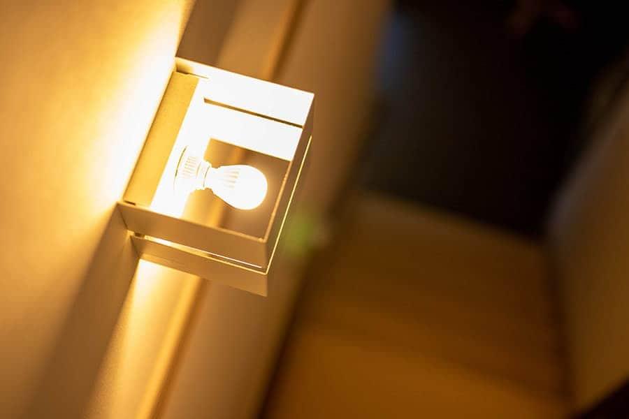 家中の白熱球ダウンライトをLED化!電気代の節約効果と交換時の注意点