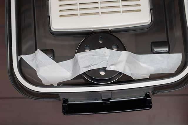 湿度計をドライボックスの蓋に貼り付ける
