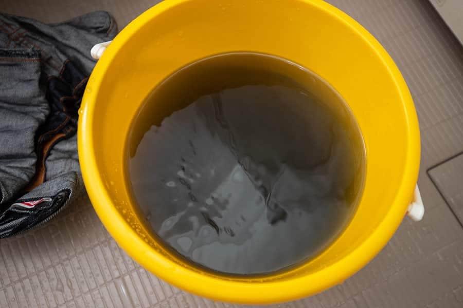 1時間漬け込んだお湯が青くなった