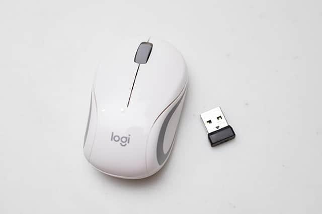 たった51.9gの超コンパクトなマウスレビュー。ノートパソコンと一緒に持ち運ぶのに最適!