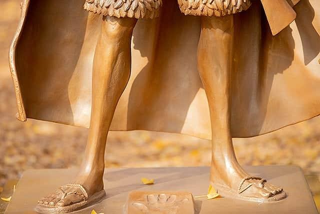 意外と細い足