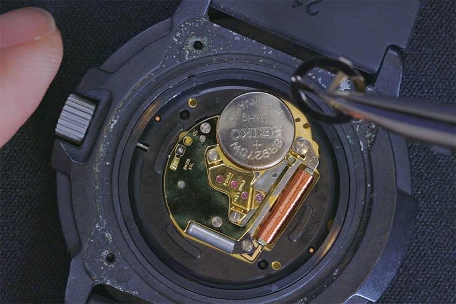 ルミノックスのボタン電池を交換する