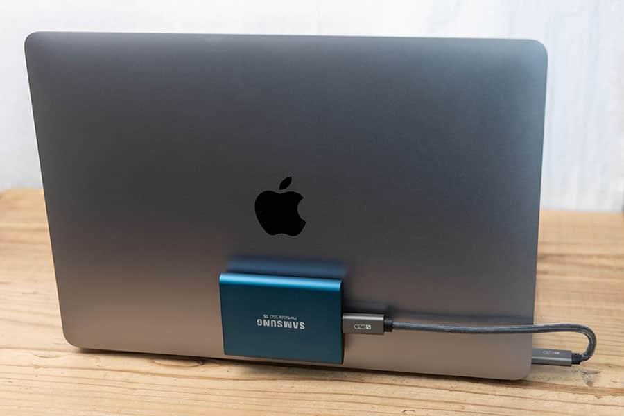 M1 MacBook Airの蓋に磁石でくっつく外付けSSD500GBを追加
