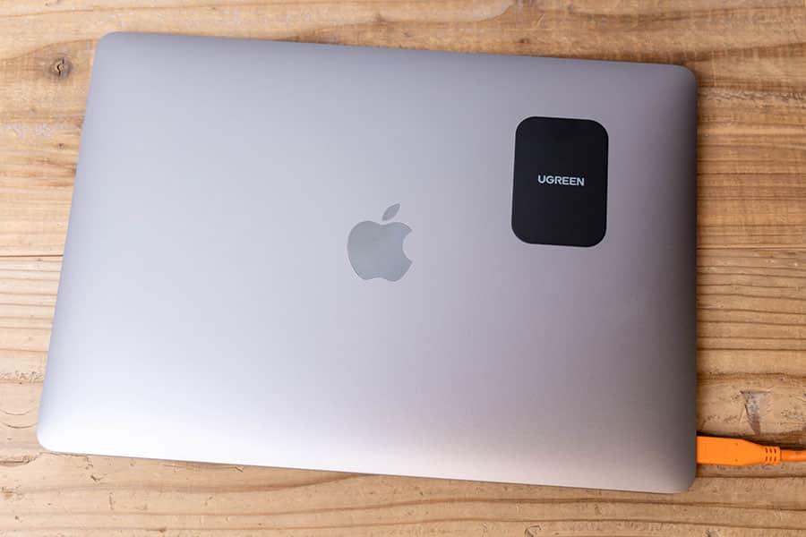 MacBook Airの蓋にメタルプレートを貼る