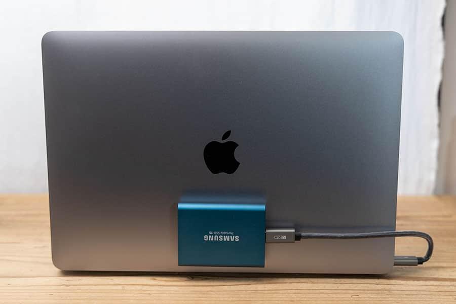 M1 MacBook Airの蓋にSSDを増設