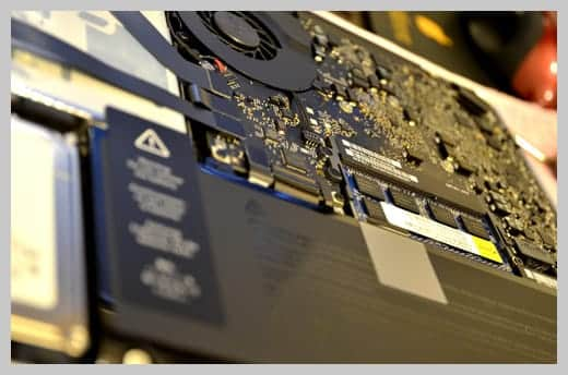 MacBook Pro 13インチの内部