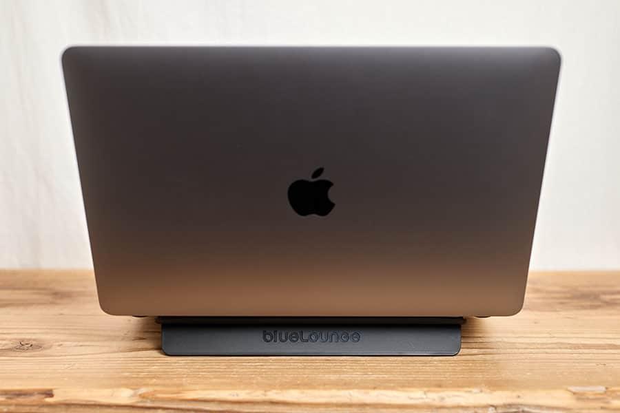 M1 MacBook Airとキックフリップ