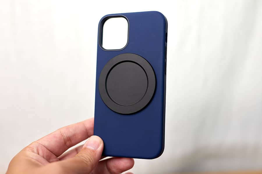 iPhone 12 mini シリコーンケース ディープネイビー にがっちりとくっつきました