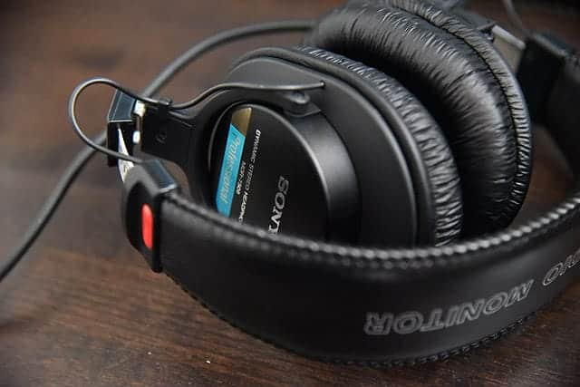 イヤパッド交換500円!世界定番のモニターヘッドホン 『MDR-7506』レビュー 高音質・高耐入力&側圧も弱い