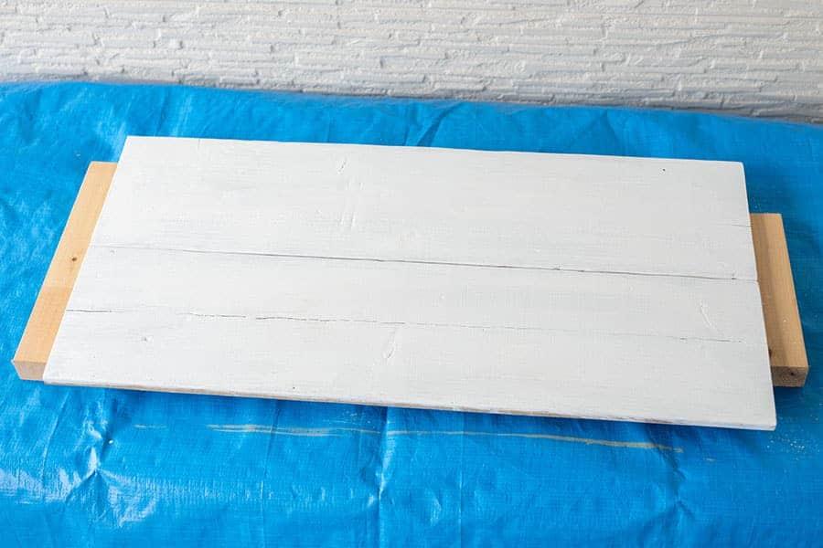 古材をホワイトで塗装完了
