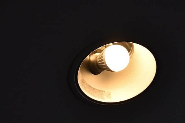 60形100V用のミニクリプトン球を同形のLEDに変えてみた!安くなったのでダウンライトLED化計画進行中