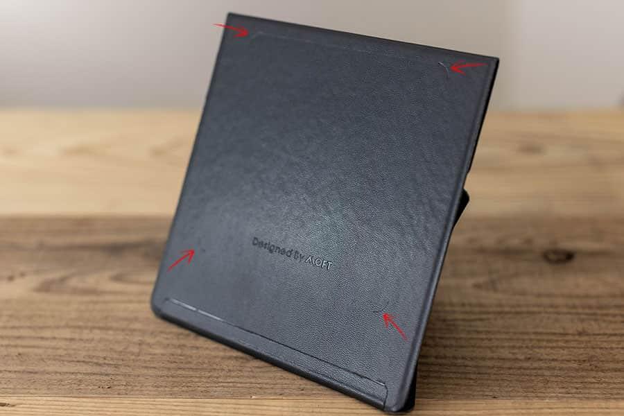 iPadにくっつく面に磁石が埋め込まれてる
