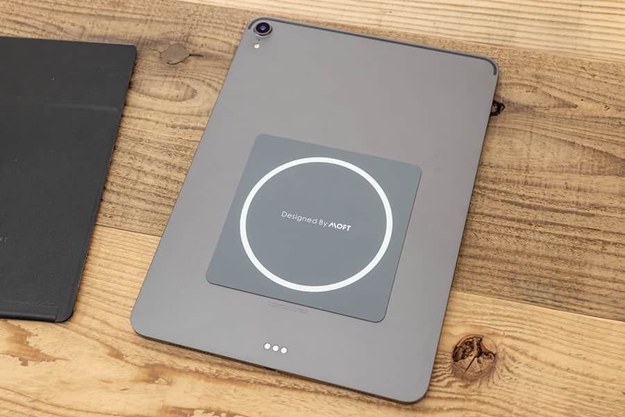 iPad Pro 11インチの背面にマグシールを貼り付ける