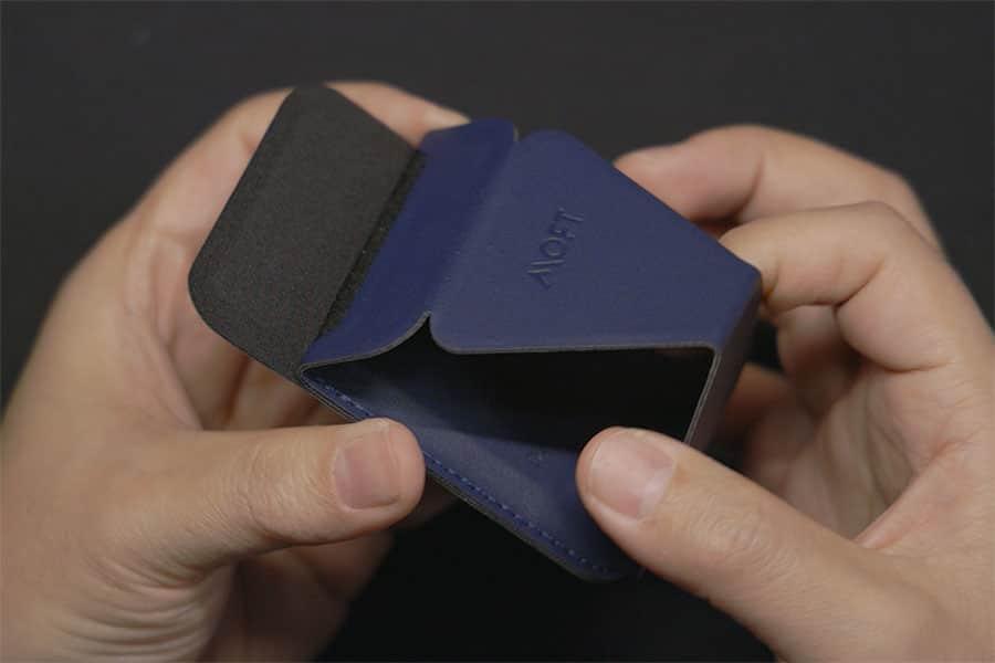 MOFTの特徴である折り畳み式スタンド