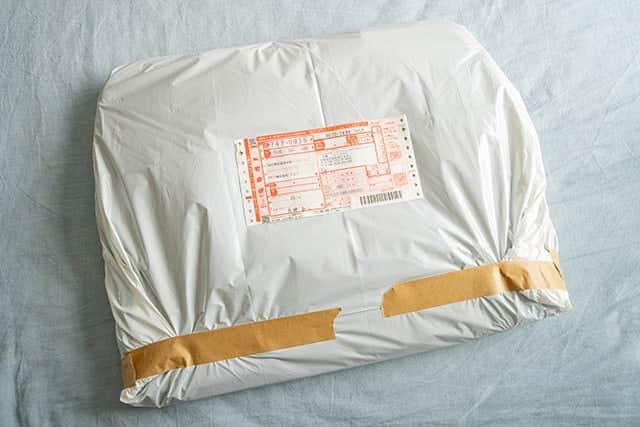 白いビニールに入れて、送り状を貼って集荷の依頼をして完了