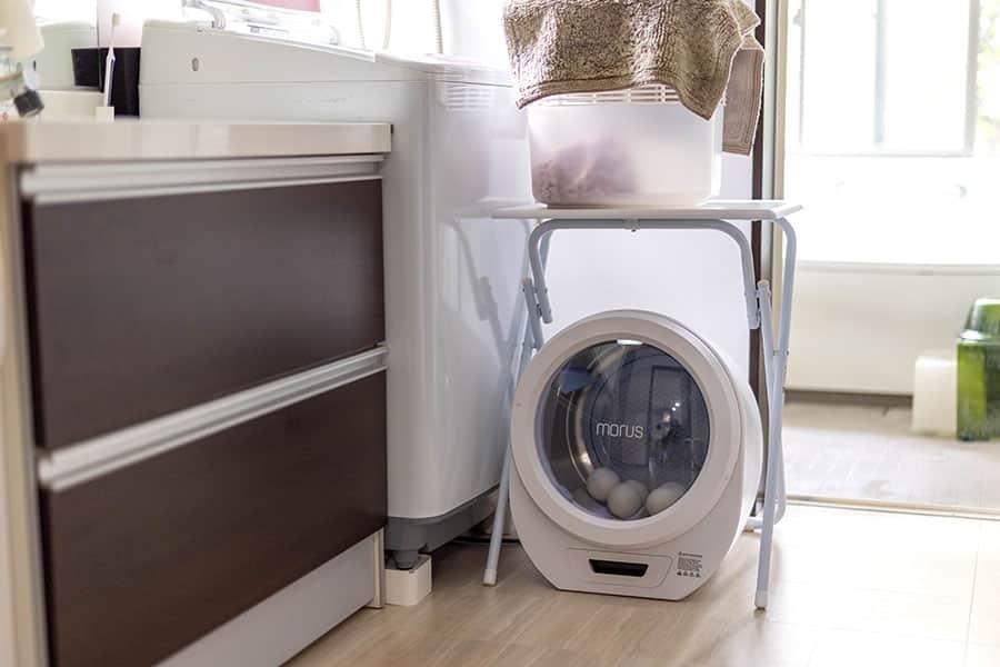 脱衣所の洗濯機の前に設置したモルスゼロ