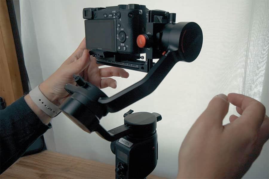 カメラの右側を固定
