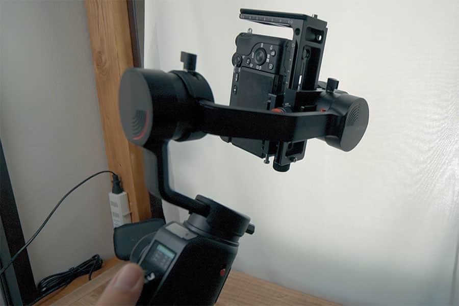Lブラケットの底面を固定すればカメラの縦位置固定も可能