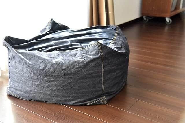 体にフィットするソファがへたってきた...。デニムカバーで座り心地が復活!本体買い替えせずに済んだ。