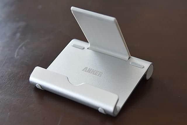 iPhoneの場合はスタンドをぐるっと上まで持ってくる