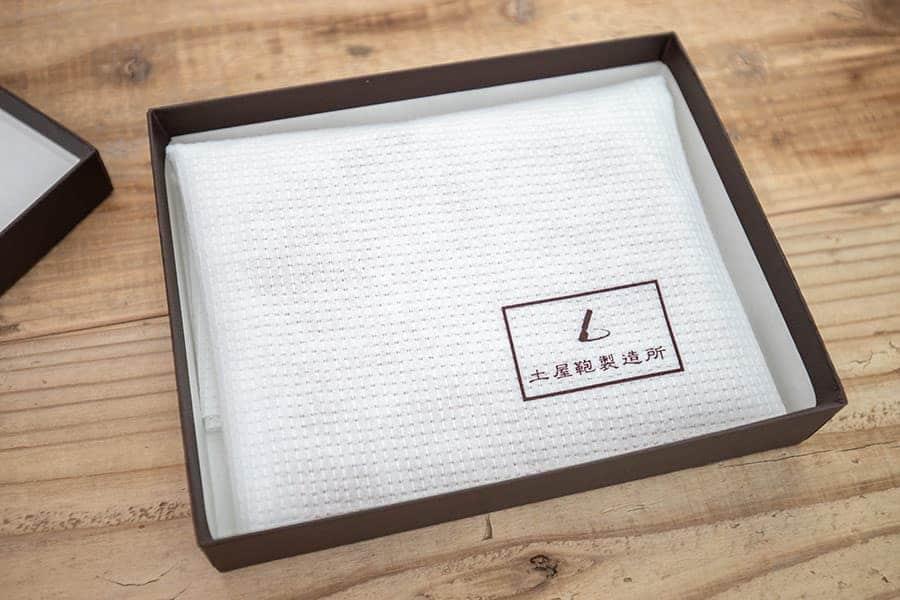 不織布にも土屋鞄製造所のロゴあり