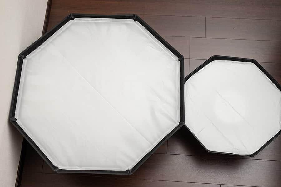 左が直径95cmのGodoxのソフトボックス  左がNeewerの直径60cmのもの